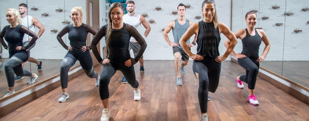 group of people doing lunges